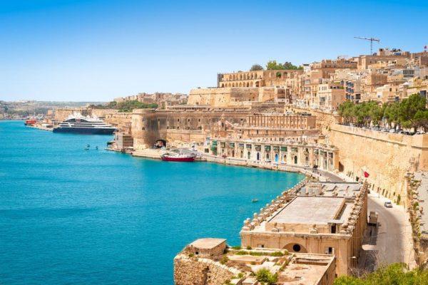 Malta trả tiền cho khách du lịch